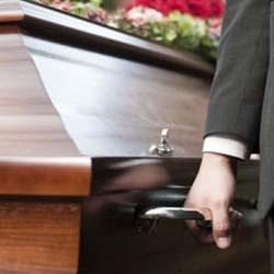 manipulare sicriu indiferent de greutatea decedatului sau dificultatea traseului funerar | Servicii funerare Stoica